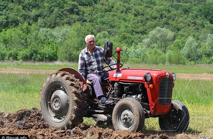 traktor-traktorist-njiva-oranje